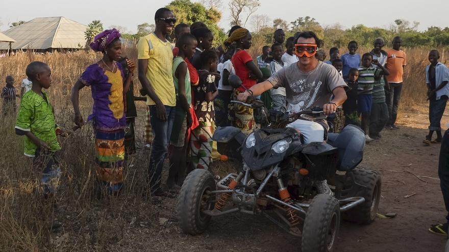 Jaume Pons, gerente de Agrogeba, en las tierras de Guinea Bissau que ha ocupado la empresa. / Pedro Armestre