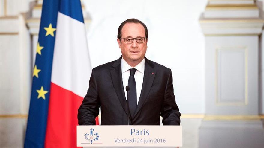 """Hollande felicita a Santos por un acuerdo que buscó la paz """"incansablemente"""""""