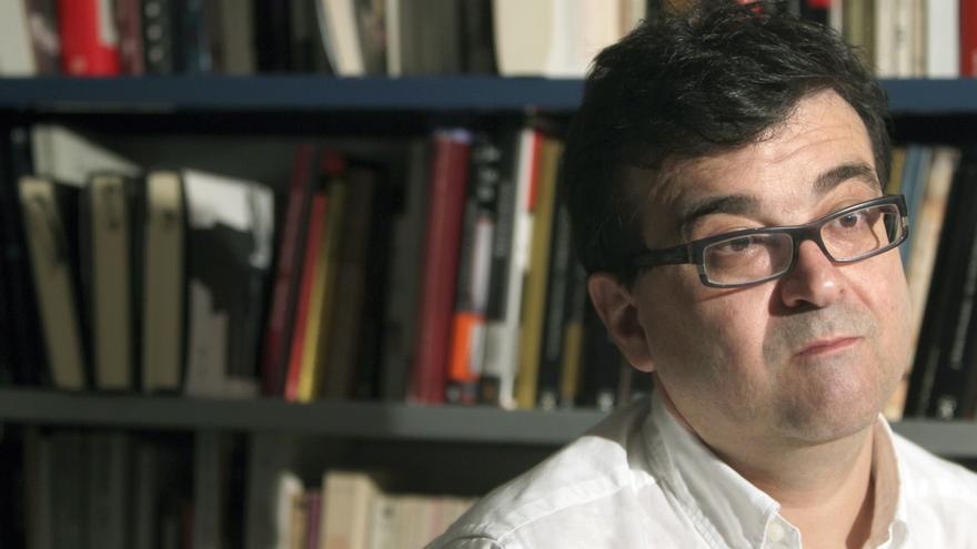 Cercas publica una crónica de la Transición inspirada en quinquis de Girona