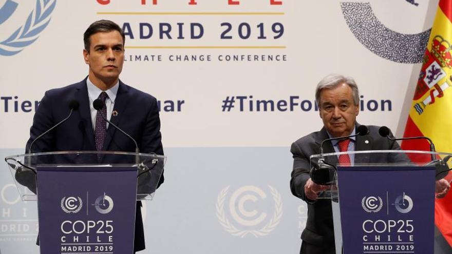 Pedro Sánchez comparece junto al secretario general de la ONU en la COP25.