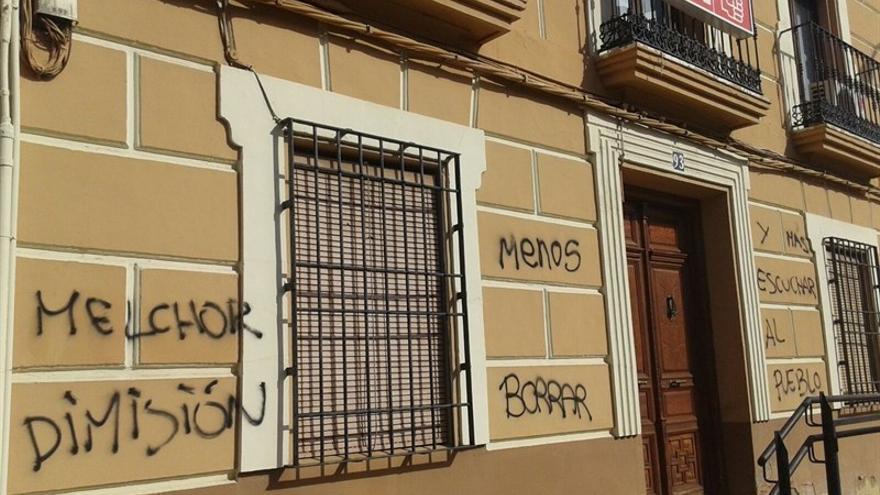 Pintadas en la sede del PSOE de Alcázar de San Juan