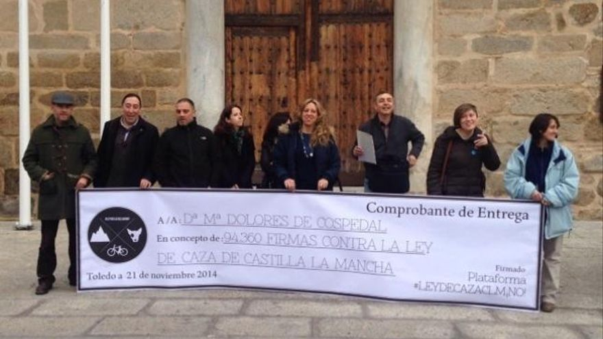 Entrega de firmas contra la nueva Ley de Caza de Castilla-La Mancha / Foto: Europa Press