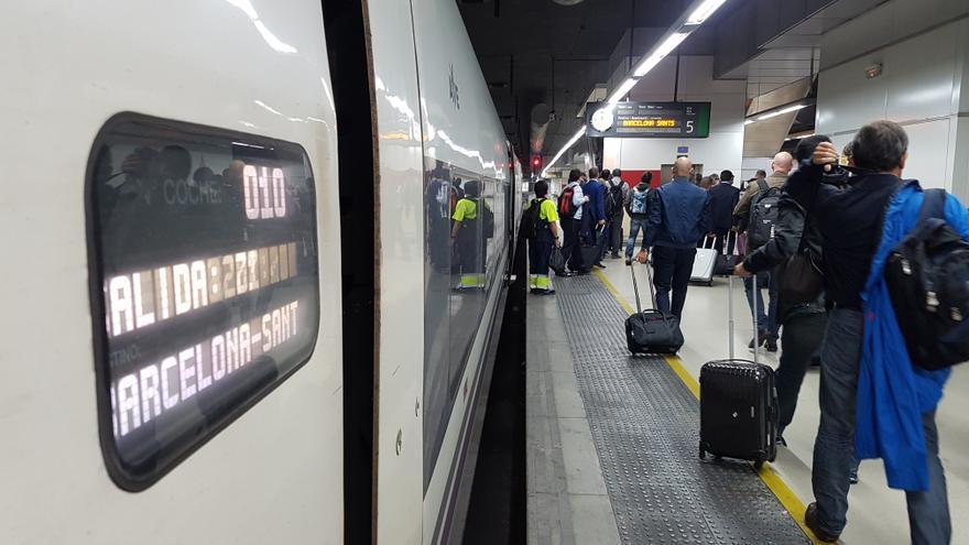 Ave procedente de Madrid, el miércoles en la estación de Sants (Barcelona).