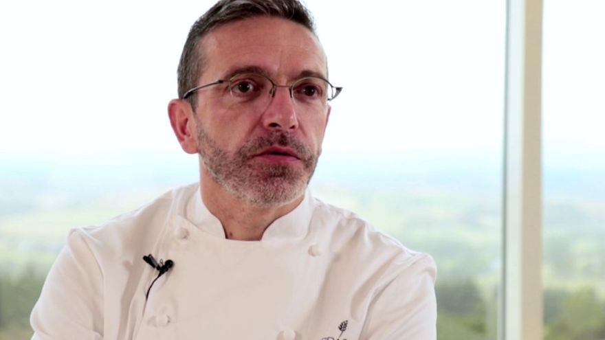 Sébastien Bras, de 46 años, está al frente del célebre restaurante Le Suquet en Laguiole renuncia a la estrella Mihelin por la presión de ser juzgado por cada plato.