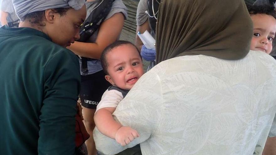 Evacuadas dos mujeres embarazadas del barco de Open Arms en el Mediterráneo