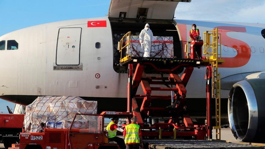 Llegada de los respiradores de Turquía al aeropuerto de Barajas