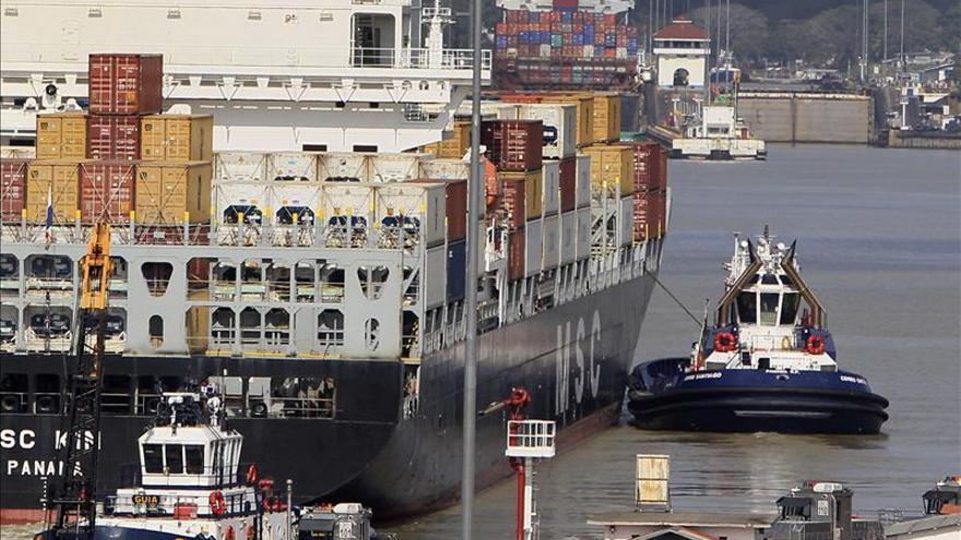 Barcos transitando por la actual esclusa del Canal de Panamá.