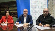 Firma del acuerdo entre el Cabildo y la asociación.