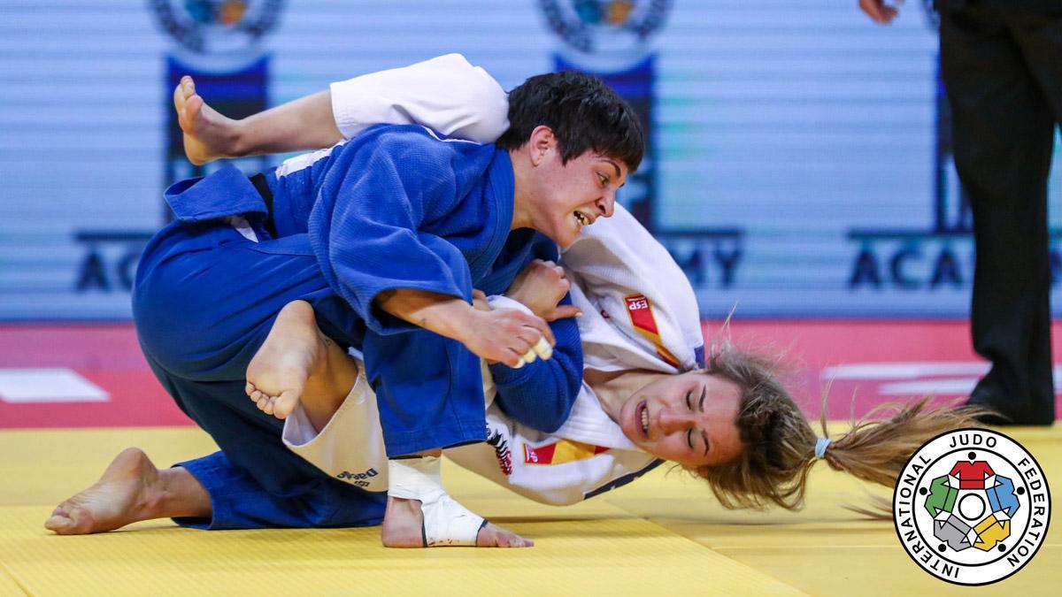 Julia Figueroa, en plena acción en un combate.