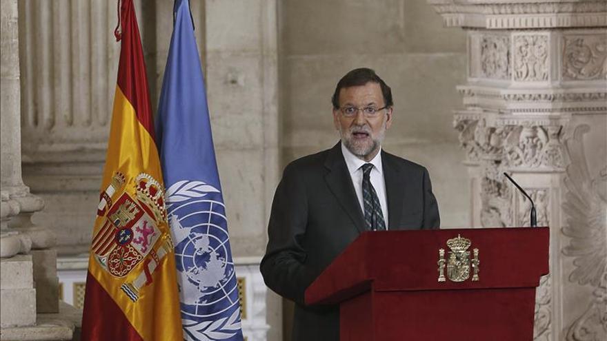Rajoy: La encuesta del CIS nos anima a seguir trabajando en la misma línea