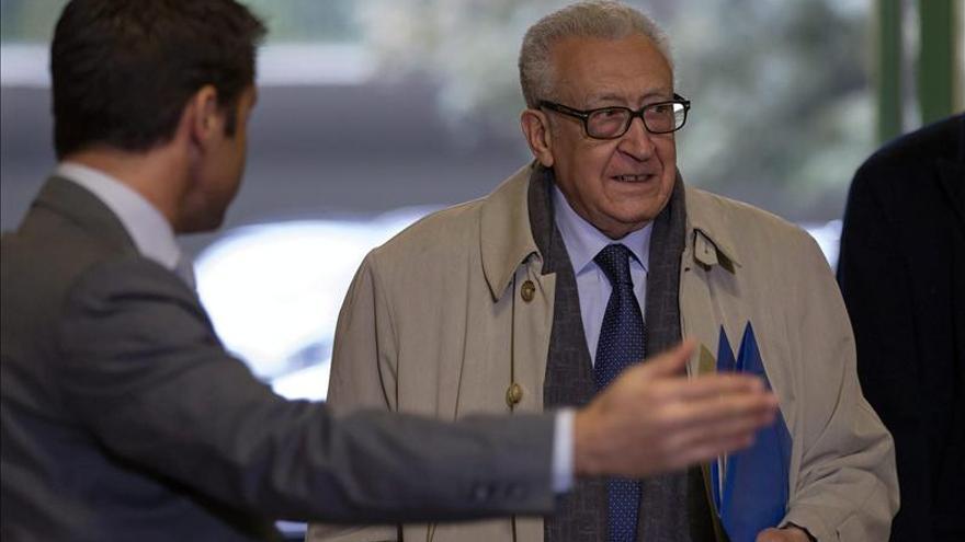 "Brahimi afirma que ""no soy de los que abandonan"" pese a la falta de avances"