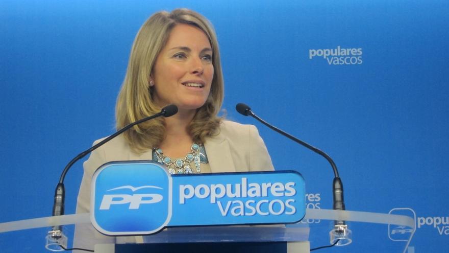 La presidenta del PP vasco, Arantza Quiroga (PP), en una comparecencia en la sede del partido.