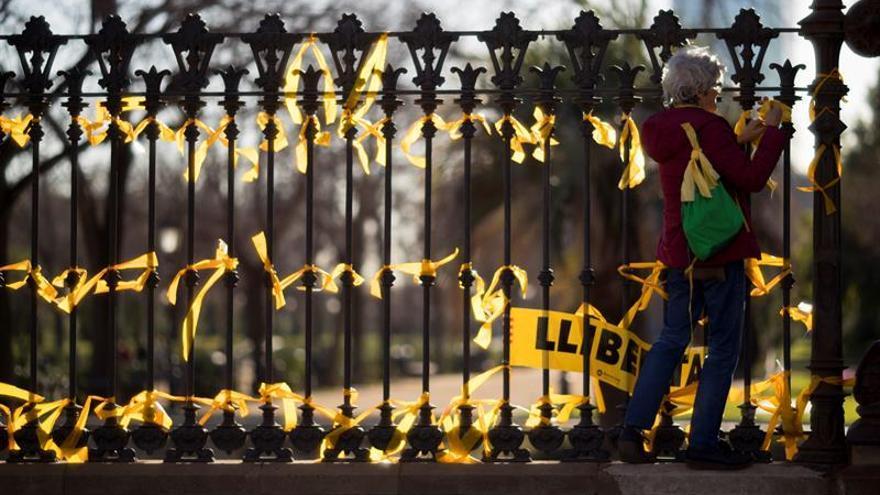 Los Mossos identifican a 14 personas que planeaban retirar lazos amarillos