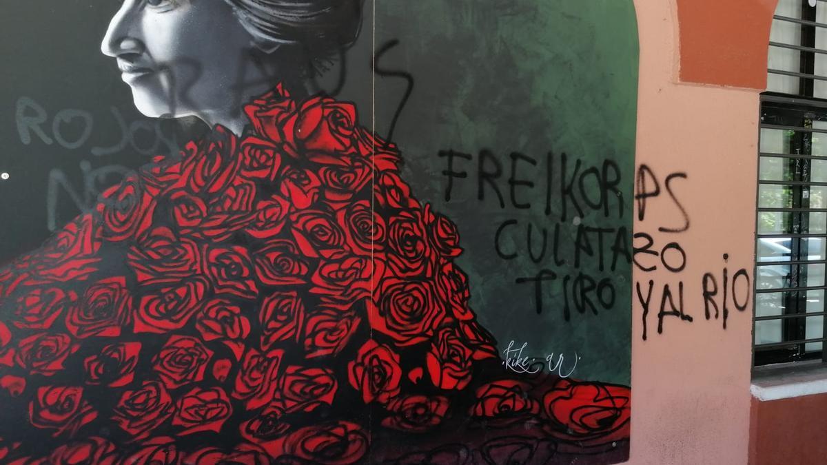 Mural vandalizado en la urbanización Rosa Luxemburgo.