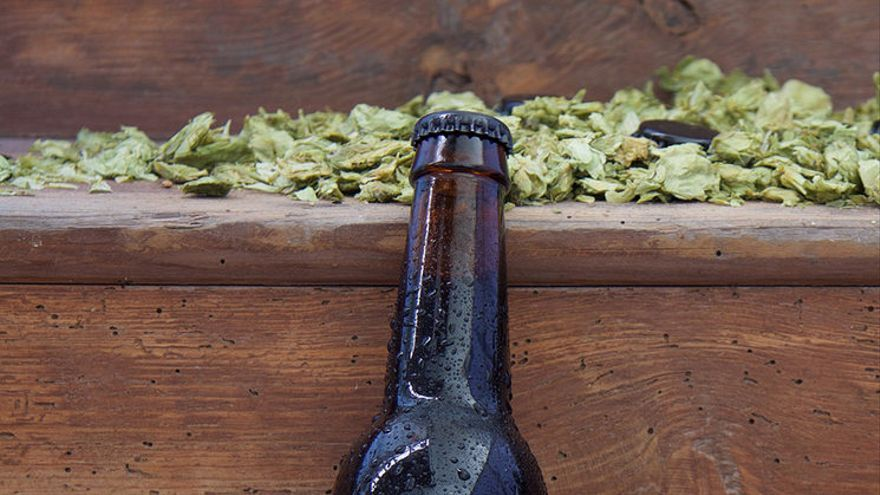 Botellín de Monesvol, imagen publicada por la campaña del crowdfunding para encargar la cerveza Monesvol a una fábrica cántabra.