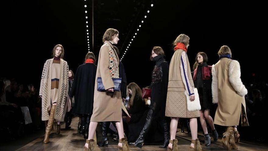 El aire bohemio de BCBG Max Azria abre la semana de la moda de Nueva York
