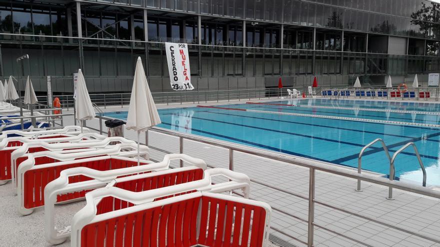 Las piscinas de Mendizorroza, desiertas, durante la huelga.