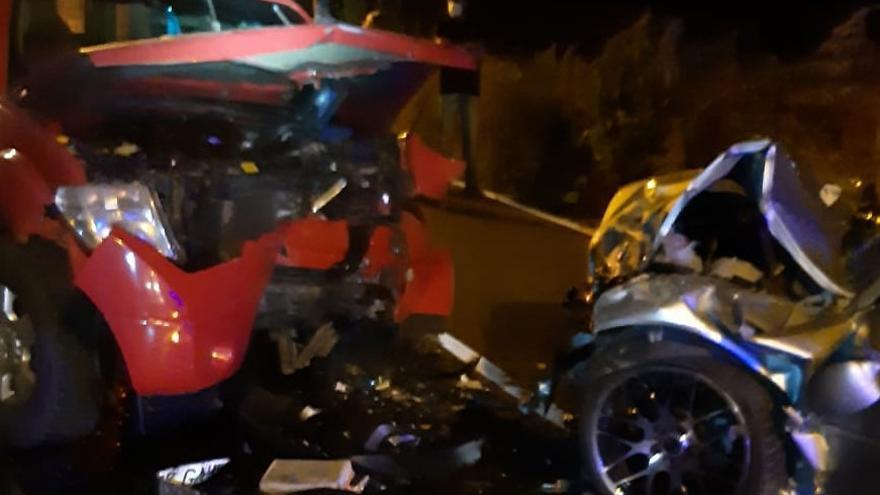 Tres heridos, dos de ellos graves, en una colisión frontal en Los Realejos