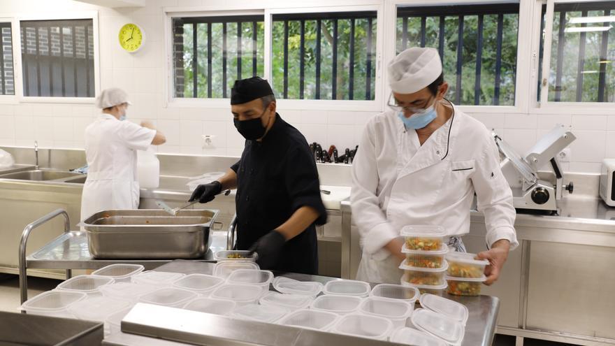 La Fundación SEPI elabora menús solidarios junto a Cruz Roja