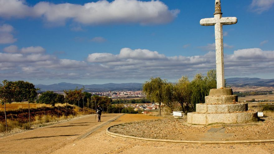 Crucero de Santo Toribio, comienzo de la bajada hacia Astorga.