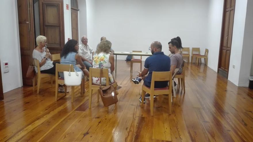 Reunión de representantes del sector de la hostelería para formar el grupo de trabajo de la citada actividad en la Asociación de Empresarios del Casco Histórico de Santa Cruz de La Palma.