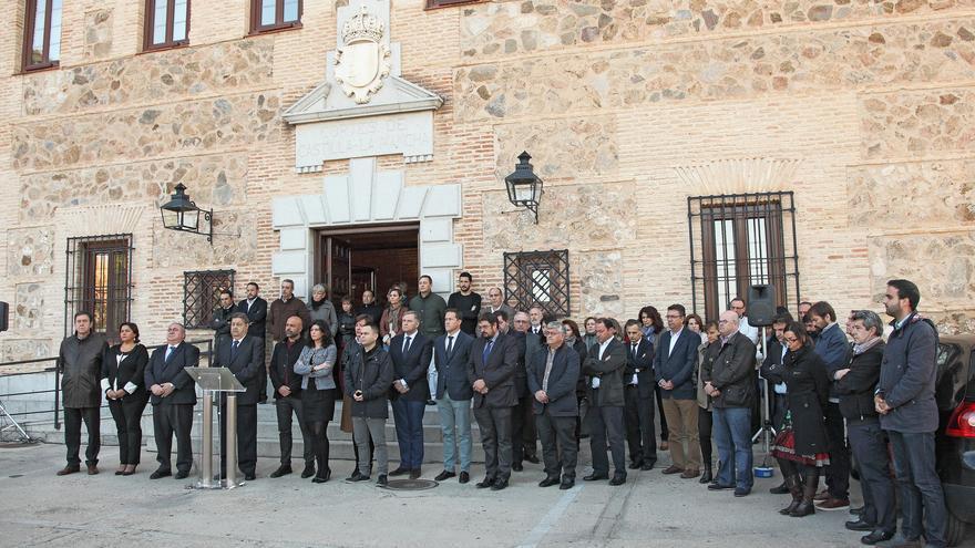 Diputados de Castilla-La Mancha guardan un minuto de silencio por los atentados de París
