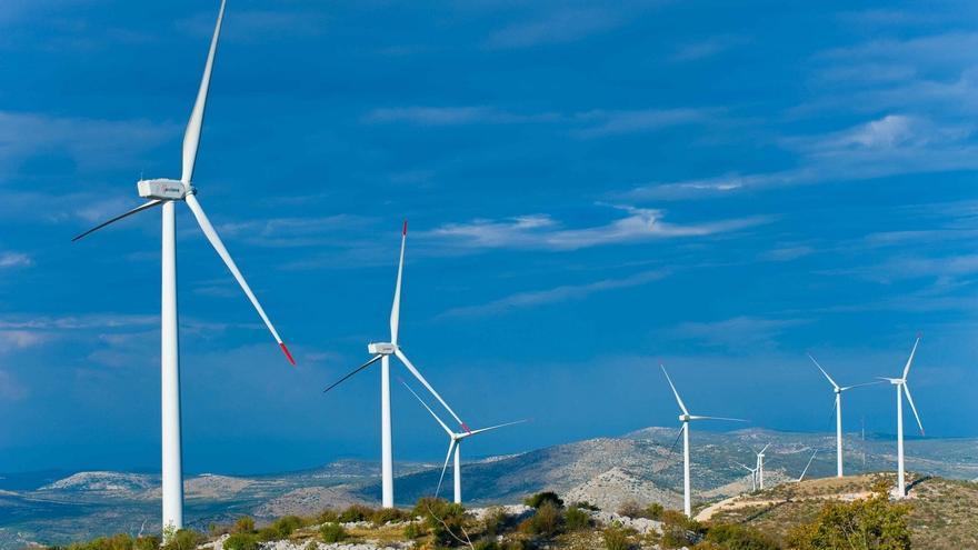 (Ampl.) Acciona vende hasta un 49% de su eólica internacional para amortiguar la reforma en España
