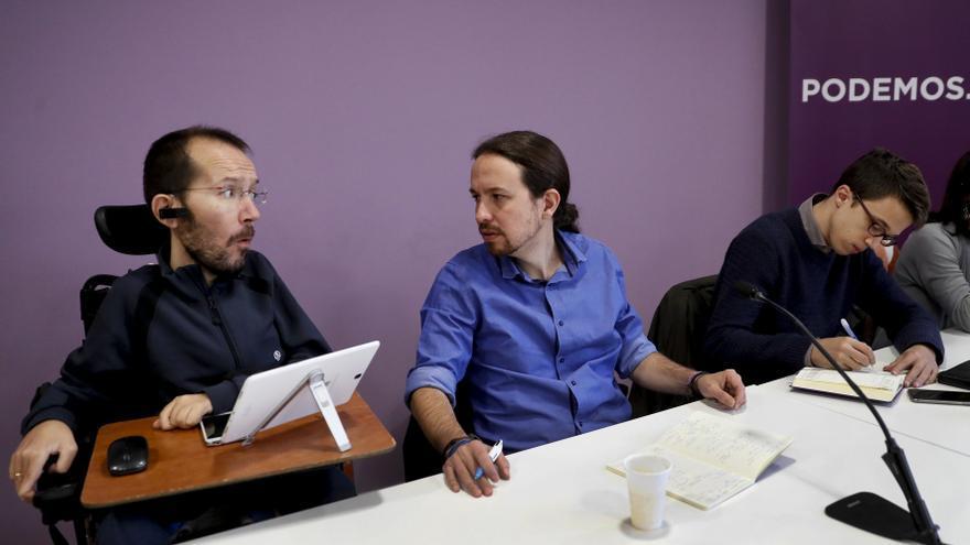 Pablo Iglesias, entre Pablo Echenique e Íñigo Errejón durante el Consejo Ciudadano de Podemos.
