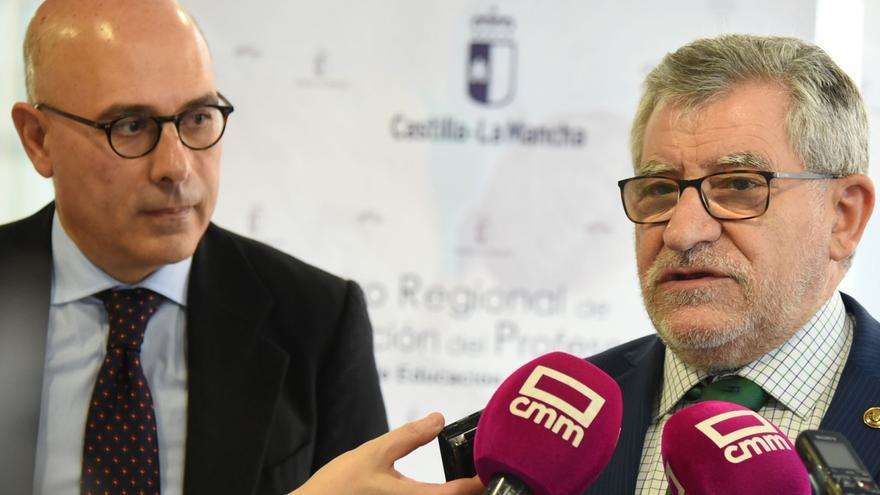 Francesc Pedró (izquierda) junto al consejero de Educación, Ángel Felpeto