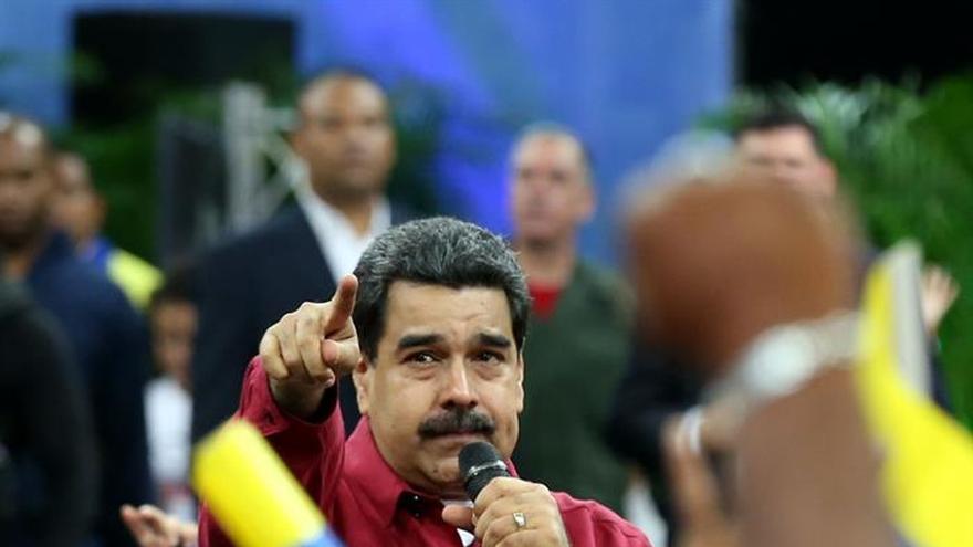 Maduro entrega Premio Nacional de Periodismo a 22 profesionales
