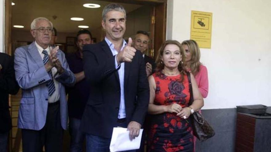 Rodolgo León junto a Teresa Barroso (PP) el día que accedió a la Alcaldía de Tacoronte.