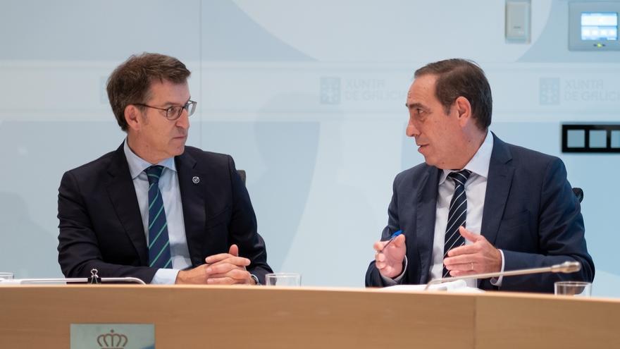 Feijóo con su conselleiro de Hacienda, Valeriano Martínez, encargado de elaborar los presupuestos autonómicos