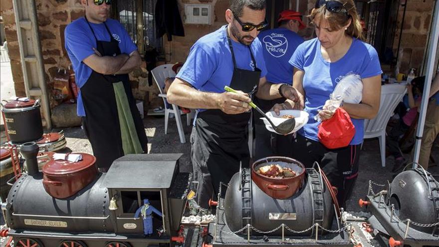 Cocineros de cuatro comunidades recuperan la tradición de la olla ferroviaria
