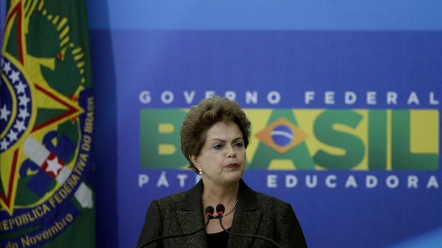 Rousseff se pronuncia contra la tercerización del empleo sin restricciones