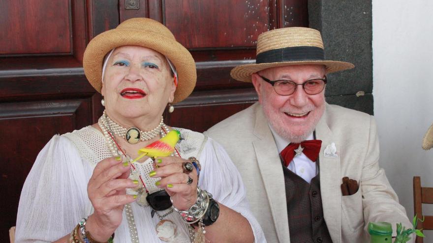 Los actores Pilar Rey y Antonio Abdo en el atrio del Ayuntamiento.
