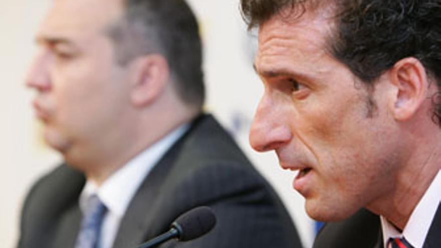 Óscar Arias, uno de los encargados en buscar un último refuerzo para la plantilla de Paco Jémez. (QUIQUE CURBELO)