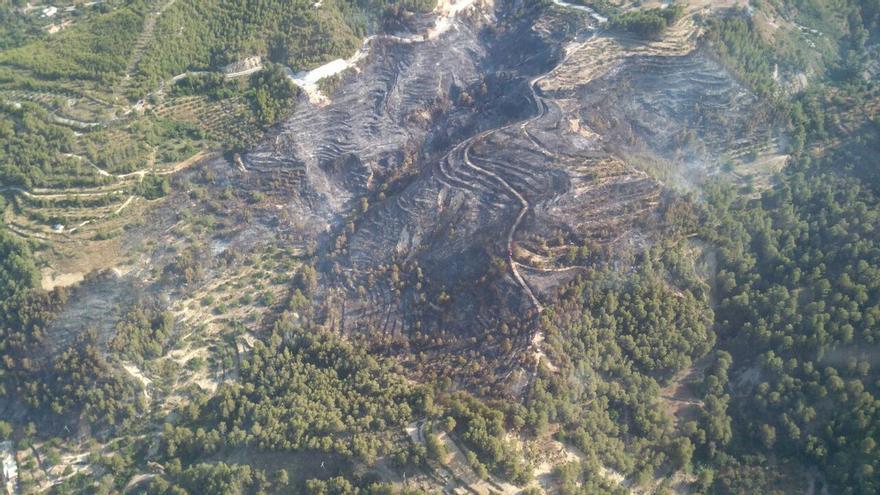 La zona afectada por el fuego en Castell de Guadalest