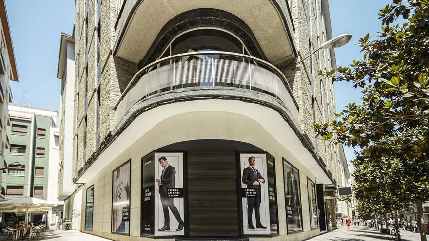 Exterior de la tienda de Silbon en la antigua calle Cruz Conde, hoy Foro Romano.