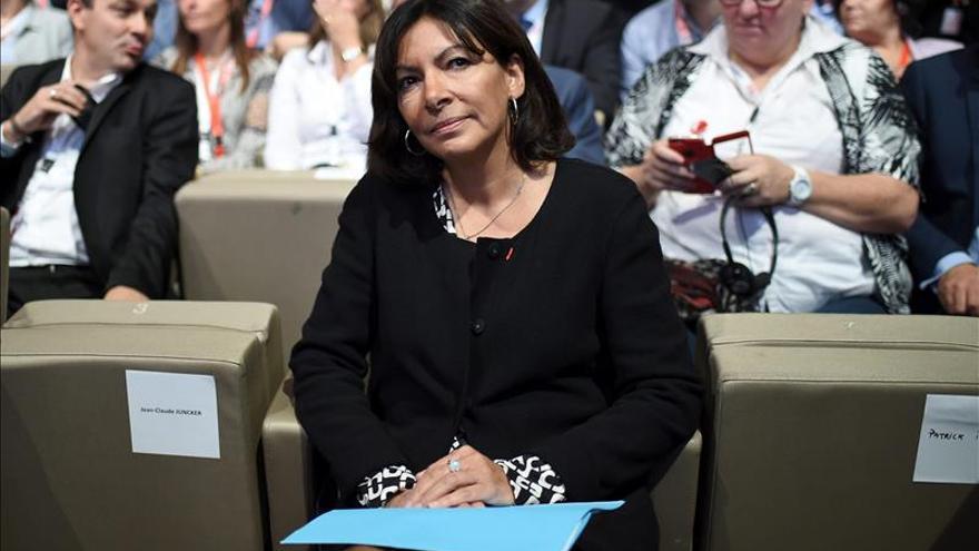 """Anne Hidalgo: """"París está en pie frente a quienes quieren silenciarla"""""""