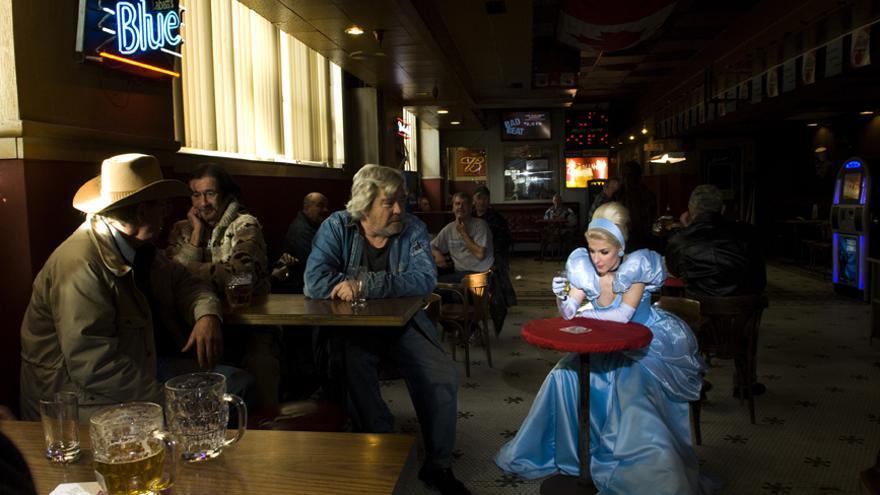 Una de las fotos de la serie 'Princesas Caídas' de Dina Goldstein.