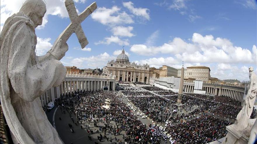 El papa hará instalar duchas para los sin techo que duermen en San Pedro
