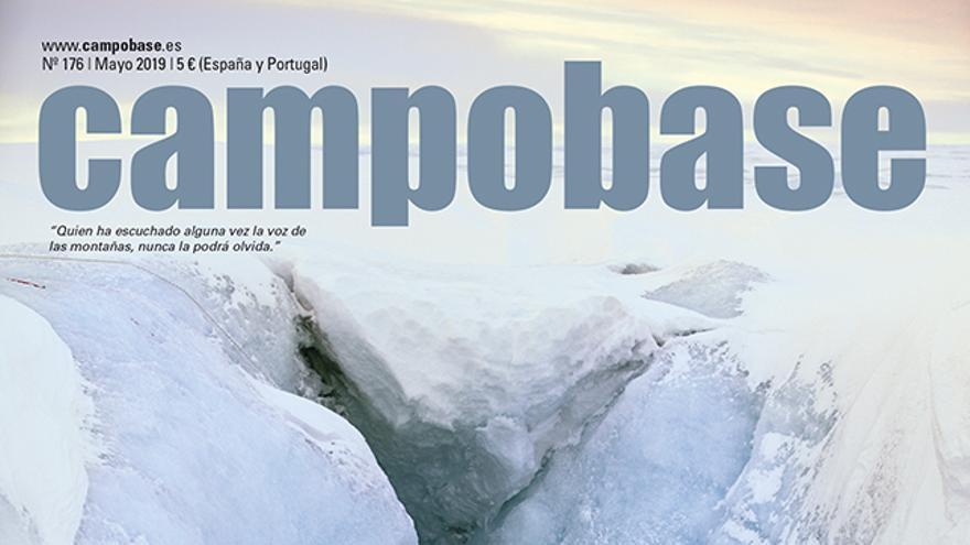 """Campobase Nro. 176.mayo Will Gadd desciende a un """"moulin"""" en la capa de hielo de Groenlandia, cerca de Ilulissat."""