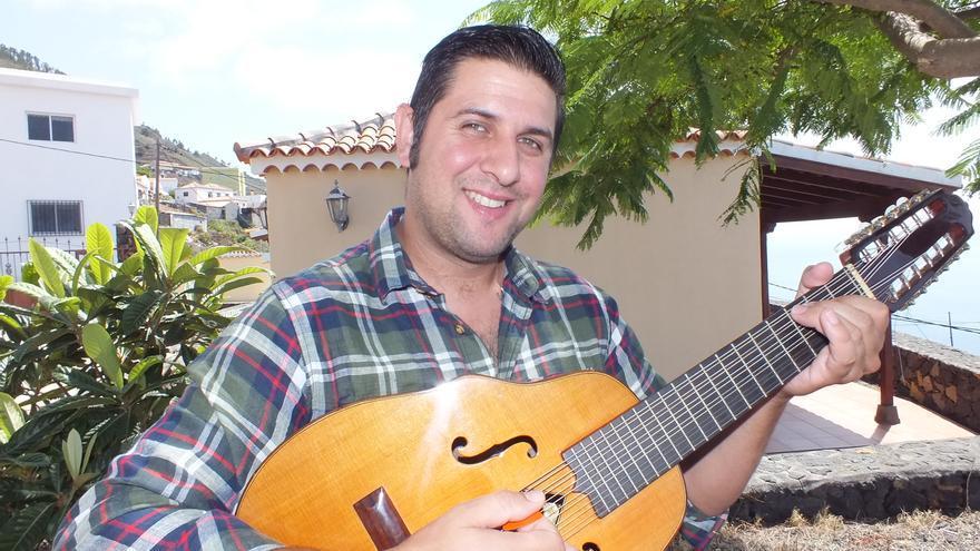 Yapci Bienes heredó de su padre el arte de improvisar.