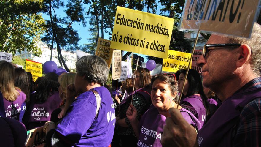 Hombres y mujeres en la marcha estatal contra las violencias machistas 7N