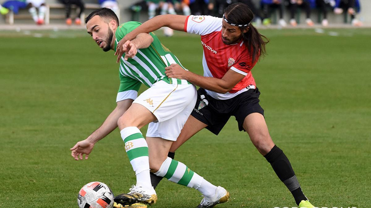 Lance del duelo de ida entre el Betis Deportivo y el Córdoba