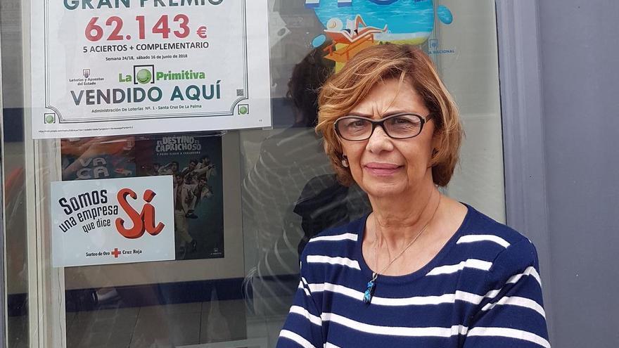 María del Carmen Méndez en su Administración de Lotería.