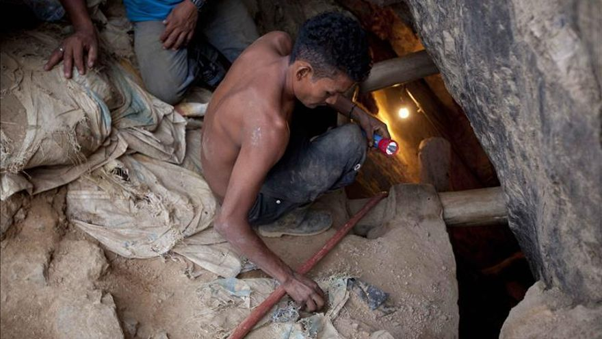 Prosigue la búsqueda de 11 mineros en Honduras tras una falsa alarma de rescate