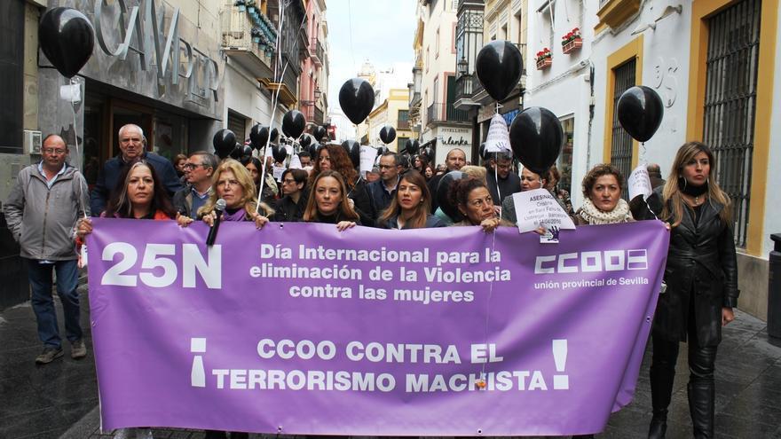 Cientos de delegados participan en la manifestación de CCOO contra la violencia de género