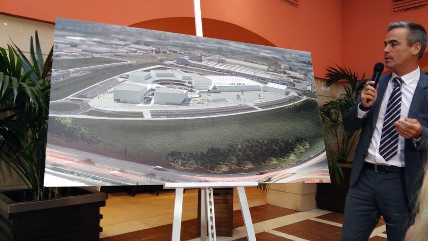 El director de Estepark, Miguel Frontera, muestra el diseño definitivo con Leroy Merlin como principal operador