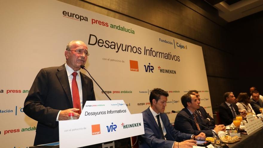 """El alcalde de Málaga apuesta por Casado """"para el impulso, regeneración e ilusión que necesita"""" el PP"""